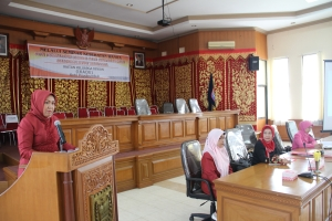 Ketua IKADE Kota Payakumbuh, Ny. Wilman Singkuan memberi sambutan