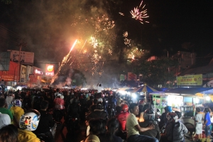 Antusias warga kota Payakumbuh menyambut datangnya malam   penggantian  Tahun Baru 2015. Gambar 8