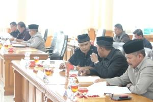 Gambar 21 B. Anggota DPRD kota Payakumbuh ketika rapat paripurna.