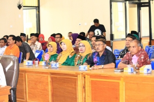 Gambar 27.Para SKPD sedang mendengar sambutan ketua DPRD YB. Dt. Parmato pada sidang paripurna penyampaian nota penjelasan 9 ranperda.