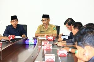Foto 2 A. Wakil ketua DPRD Kota Payakumbuh Suparman didampingi Sekdakab Pasaman A. Syafei ketika kunker Pansus III ke Pasaman