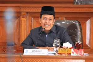Foto 5 C. Yendri Bodra Dt. Parmato Alam--ketua DPRD Kota Payakumbuh