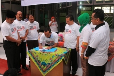Kalapas R.Sigit Dwi Satrio Wibowo menandatangani naskah  MOU dengan Pemko Payakumbuh, tentang penyalahgunaan narkoba dan miras, disaksikan Wawako Suwandel Muchtar dan Ketua DPRD YB. Dt. Parmato Alam, Kamis.