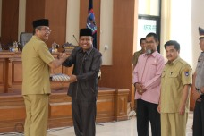 Wako serahkan Ranperda RDTRke Ketua DPRD Payakumbuh