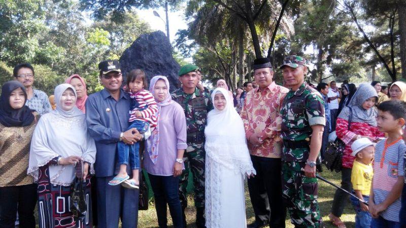 Ketua DPRD Payakumbuh H YB Dt Parmato Alam bersama Dandim dan Bupati Lepas 350 Anggota Yon 131 Braja Sakti Tugas Ke Kalimantan