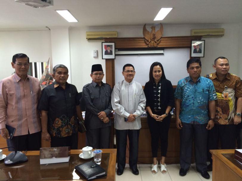 Photo Bersama : Ketua Komisi C Bersama Anggota dengan DPRD Kota Yogyakarta